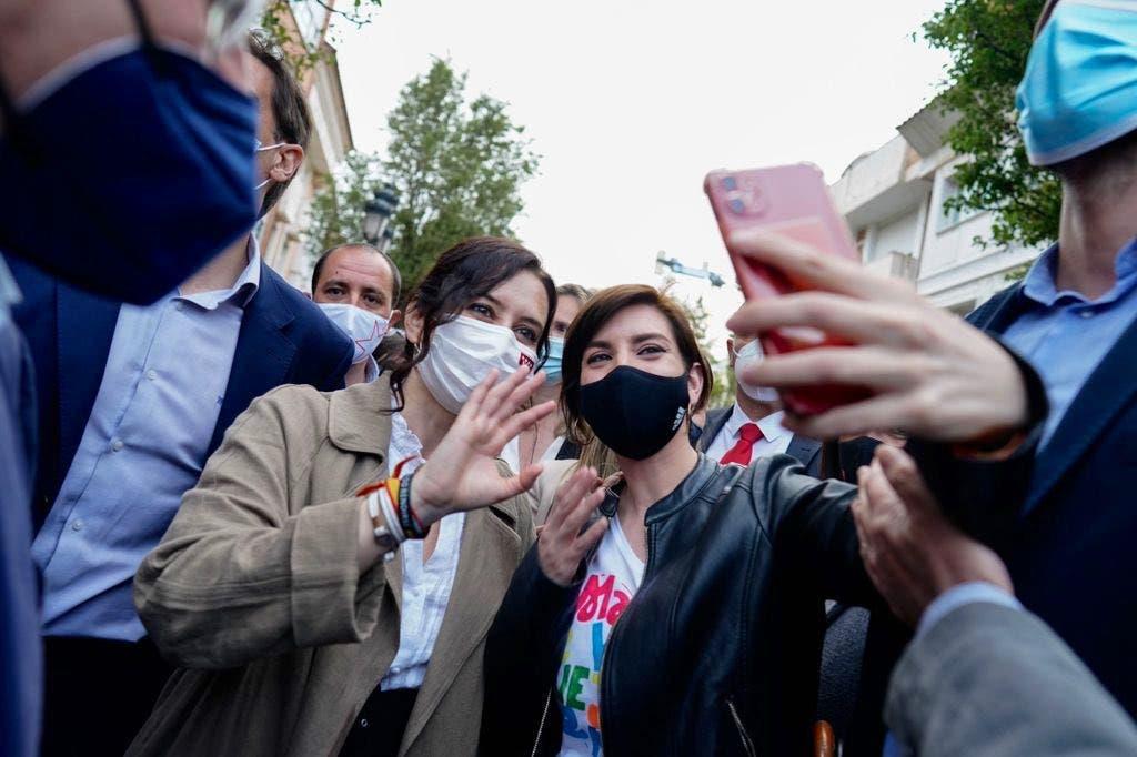 Primer sondeo tras el debate: Ayuso podría gobernar cómodamente, baja Podemos y Cs aguanta