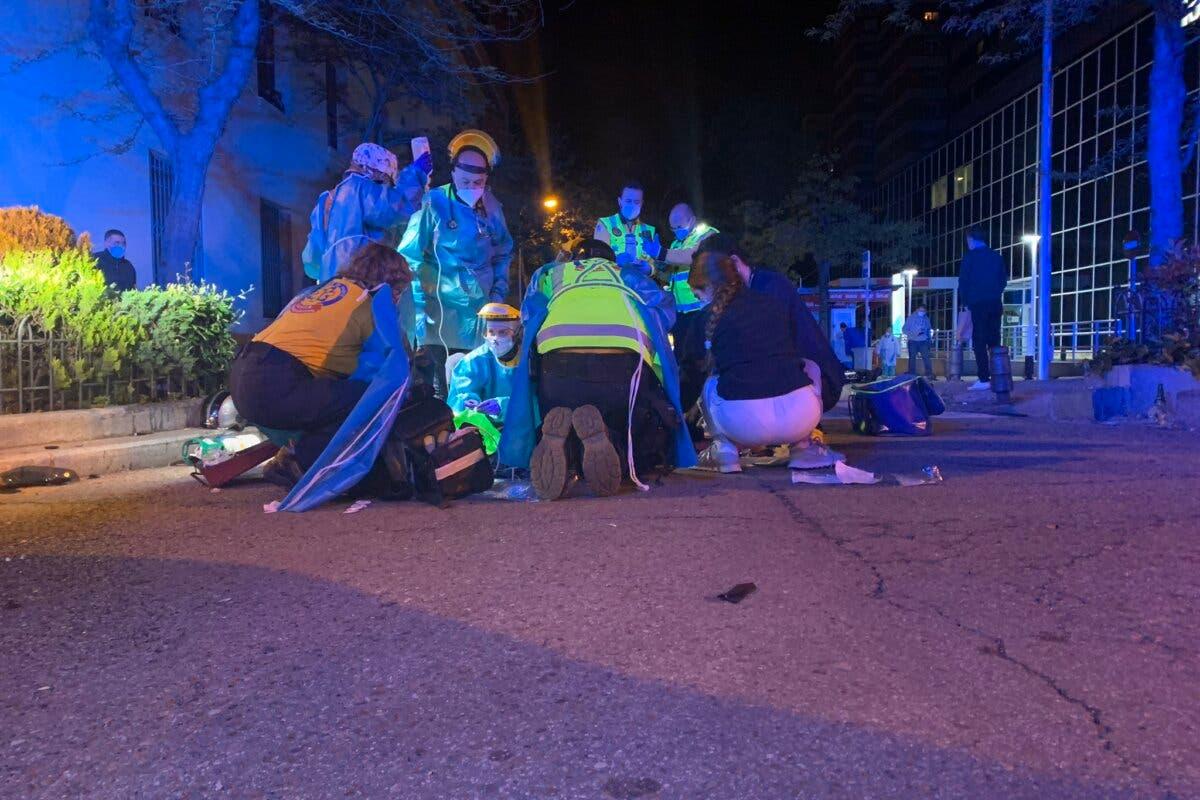 Dos heridos graves al colisionar una moto con un coche en Madrid