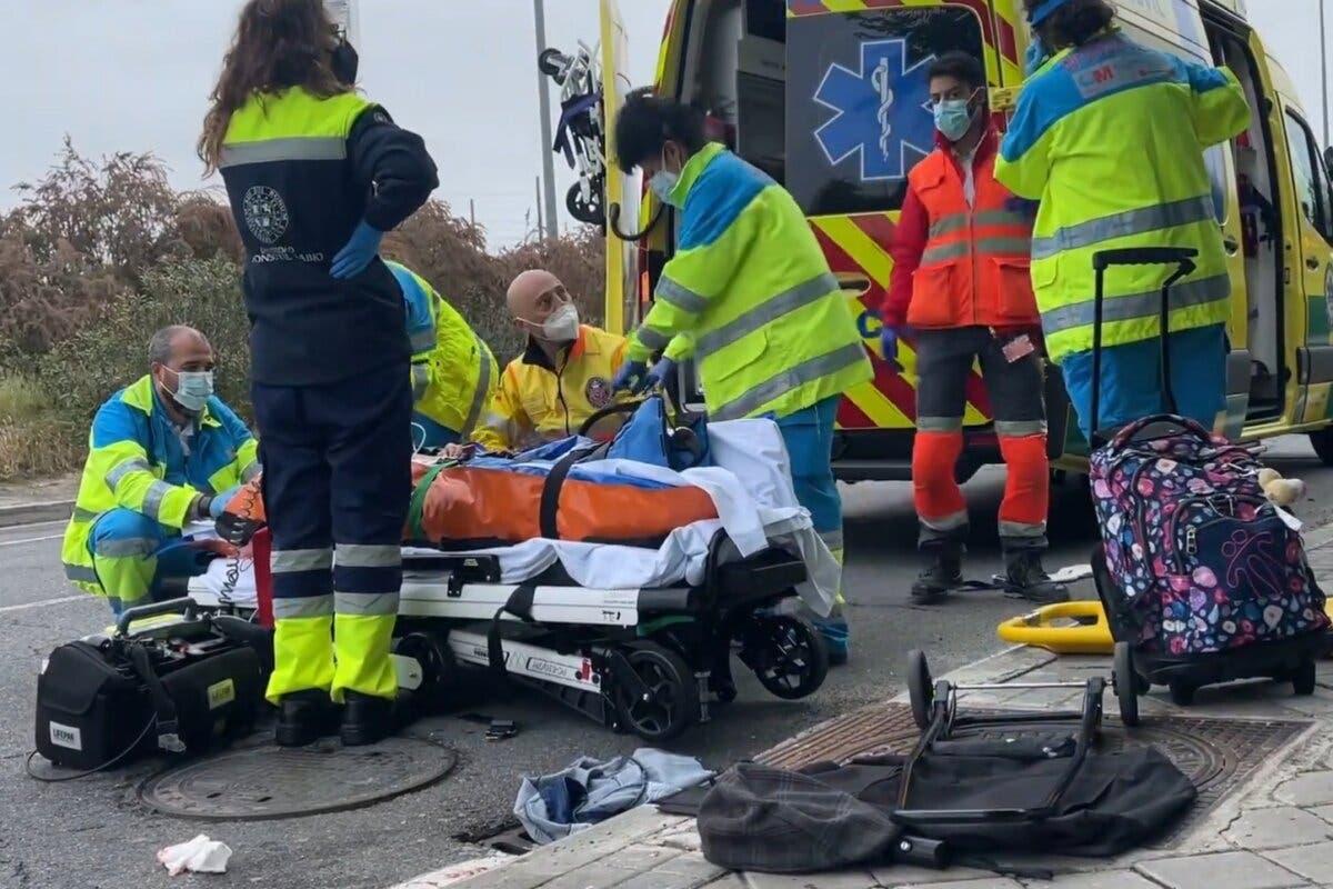 Un vehículo arrolla a tres personas mientras cruzaban un paso de peatones en Las Rozas