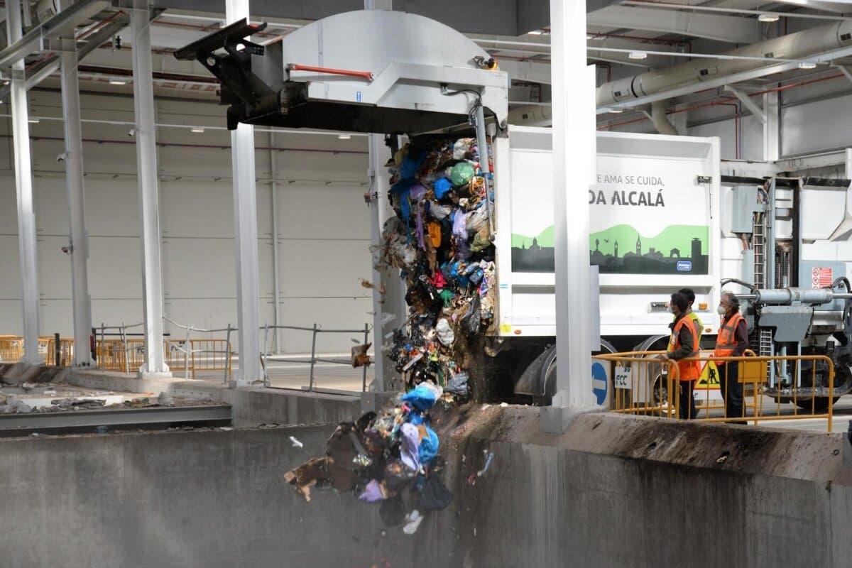 La planta de Loeches ya recibe las basuras del Corredor del Henares