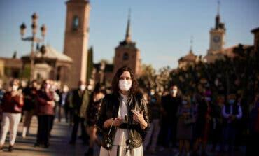 Ayuso en Alcalá de Henares: «Ha sido convocar elecciones y de repente hay vacunas y no hay estado de alarma»