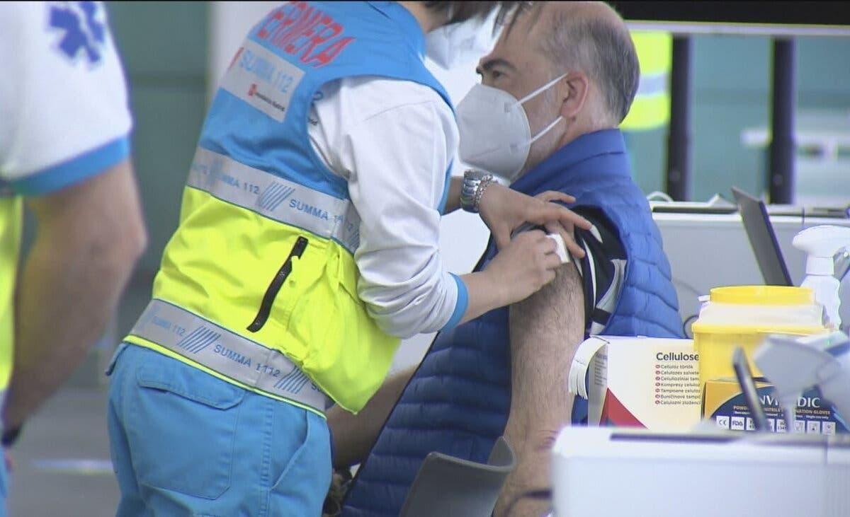 Madrid comenzará a vacunar al grupo de 56 a 59 a mediados de mayo