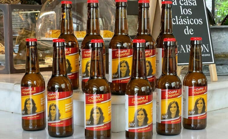 La Caña de España: hosteleros de Madrid homenajean a Ayuso con su propia cerveza