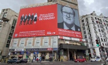 La Junta Electoral ordena al PSOE la retirada «inmediata» de la lona de Callao