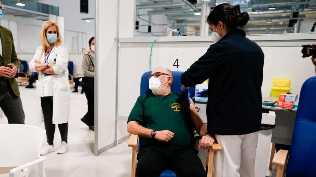 Madrid habilita 10 hospitales para vacunar y abrirá centros de salud fines de semana