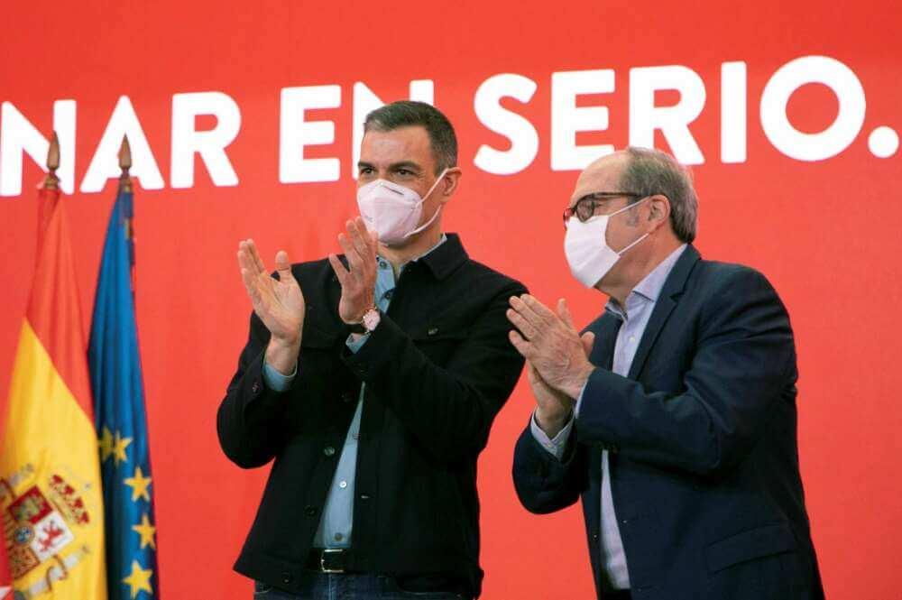 Sánchez prepara una subida de impuestos encubierta al eliminar la tributación conjunta del IRPF