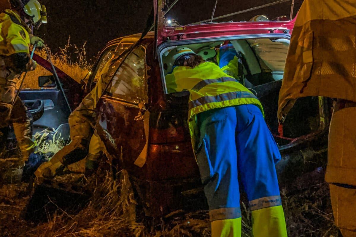 Cinco heridos tras caer un coche por un terraplén en el enlace de la M-40 con la A-5