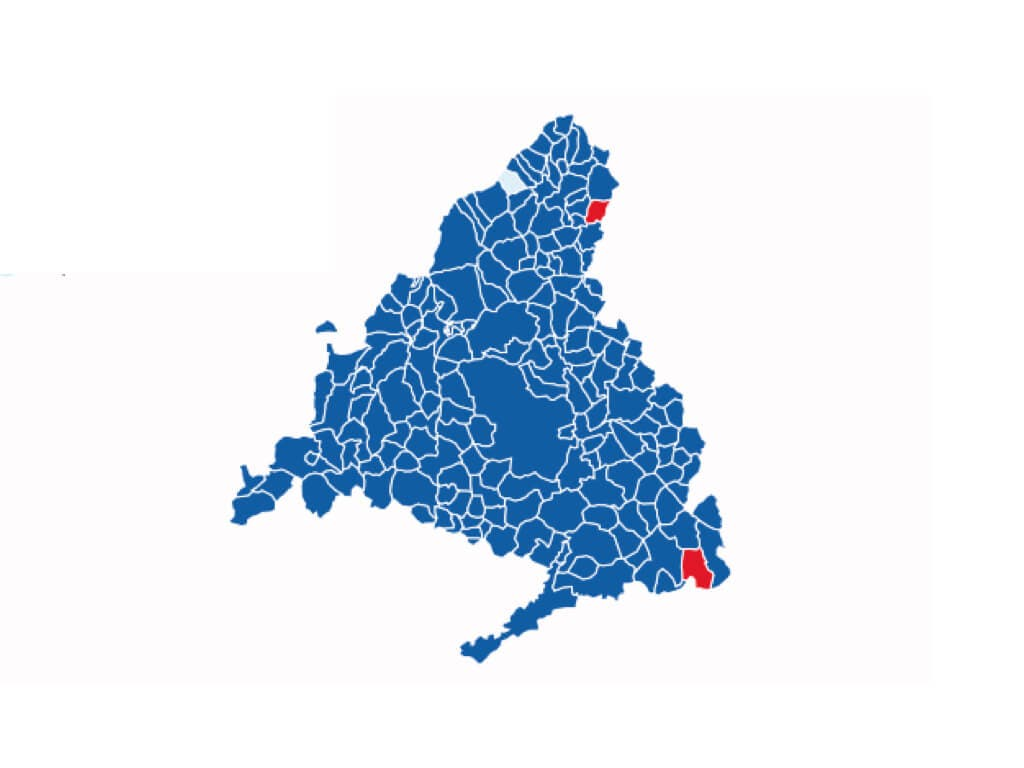 Ayuso arrasa en todos los distritos y municipios de Madrid menos en dos localidades