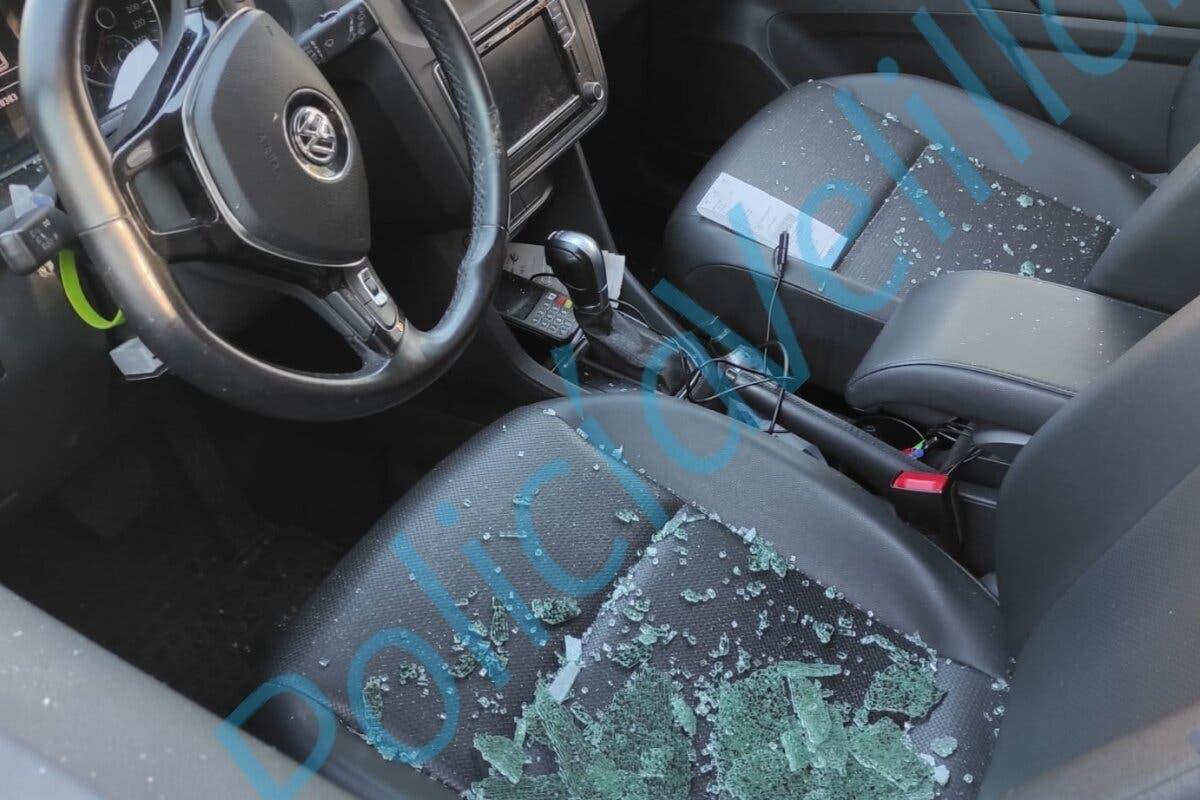 Velilla de San Antonio alerta de robos en el interior de vehículos