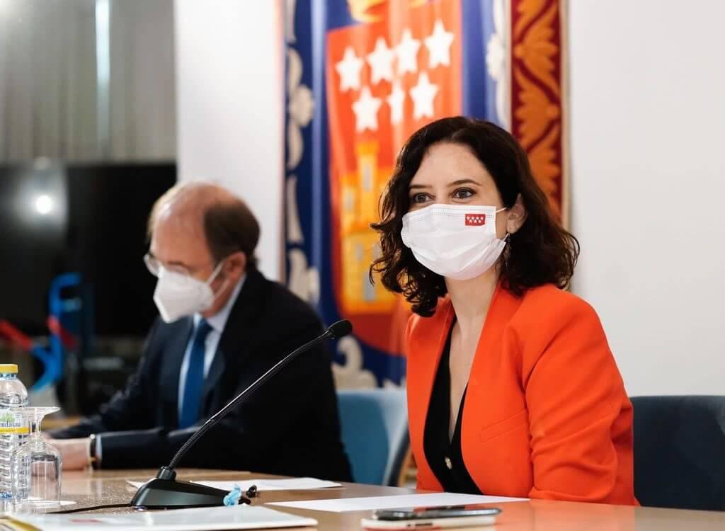 Madrid estrena legislatura con mayoría de PP y Vox que pactan estudiar reducir diputados