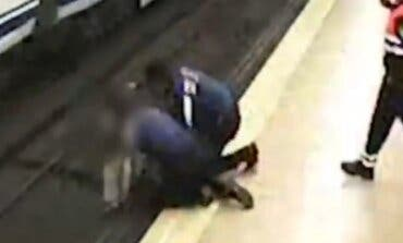 Dos policías municipales evitan el suicidio de una joven en el Metro de Madrid