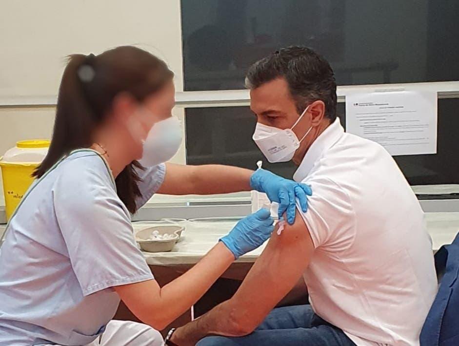 Pedro Sánchez recibió ayer la primera dosis de la vacuna en Madrid