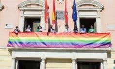 El Ayuntamiento de Alcalá de Henares se viste de arcoíris para celebrar el Orgullo Gay