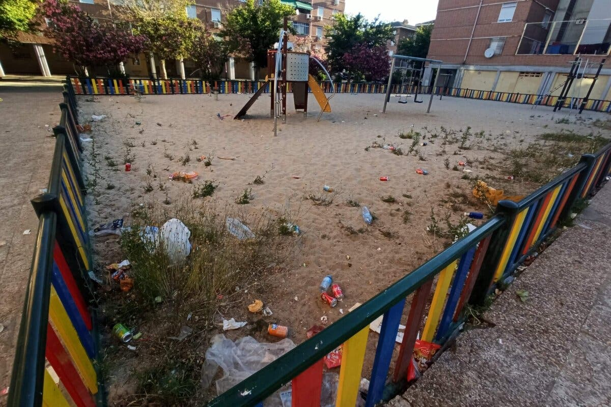 Denuncian mal estado de plazas y parques del Distrito II de Alcalá de Henares