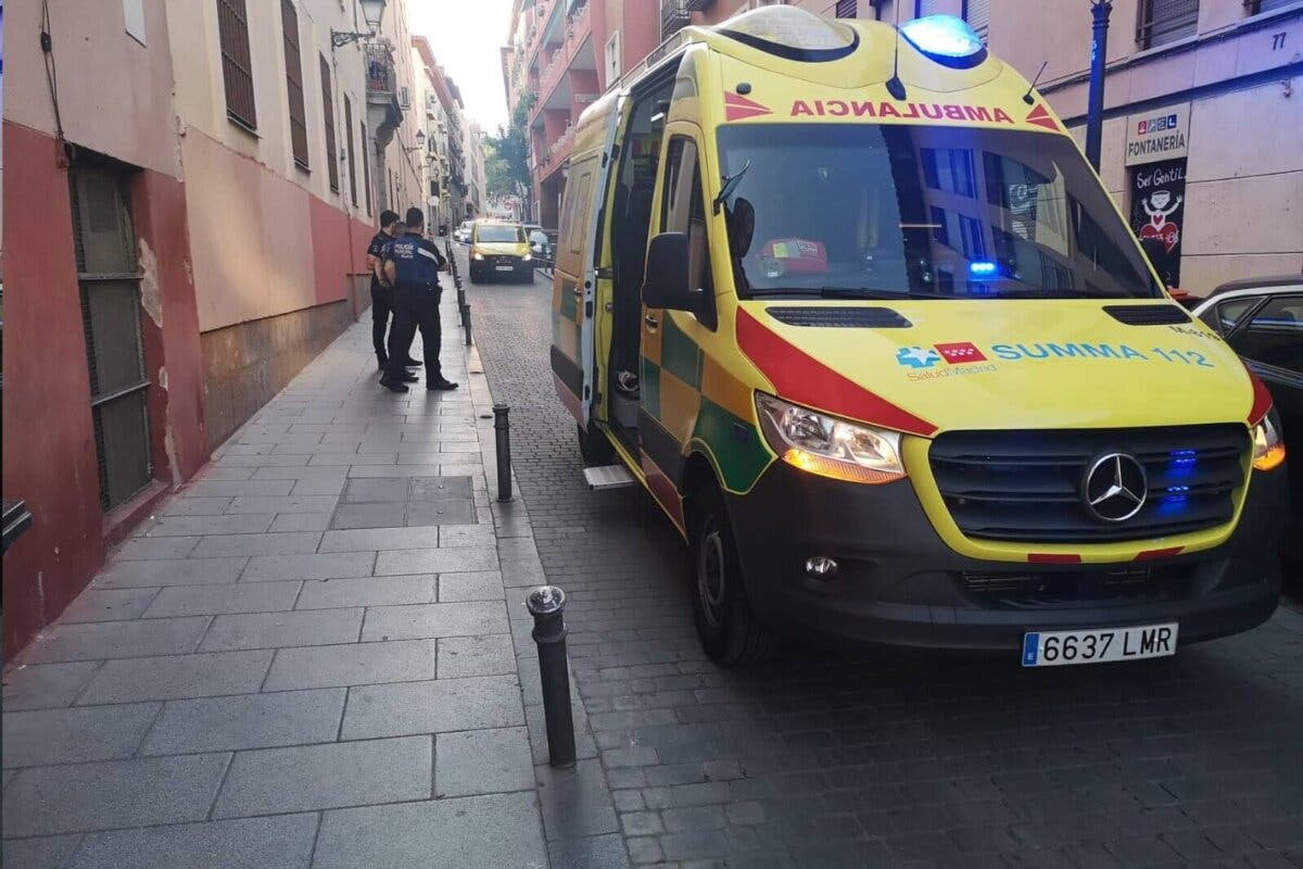 Heridos en Madrid un joven de 22 años por arma blanca y una joven de 23 con traumatismos