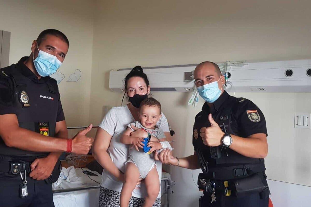 Agentes de la Policía Nacional salvan la vida a un bebé de 13 meses que se encontraba jugando en un parque de Alcobendas
