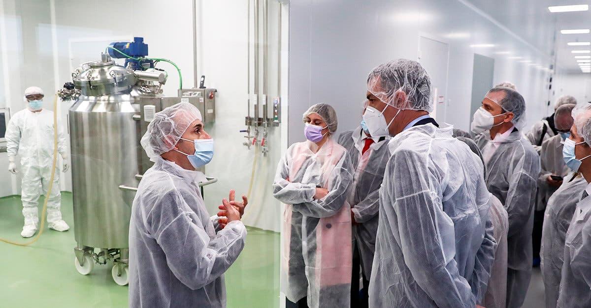 Sanidad autoriza el primer ensayo clínico de una vacuna española contra la COVID-19