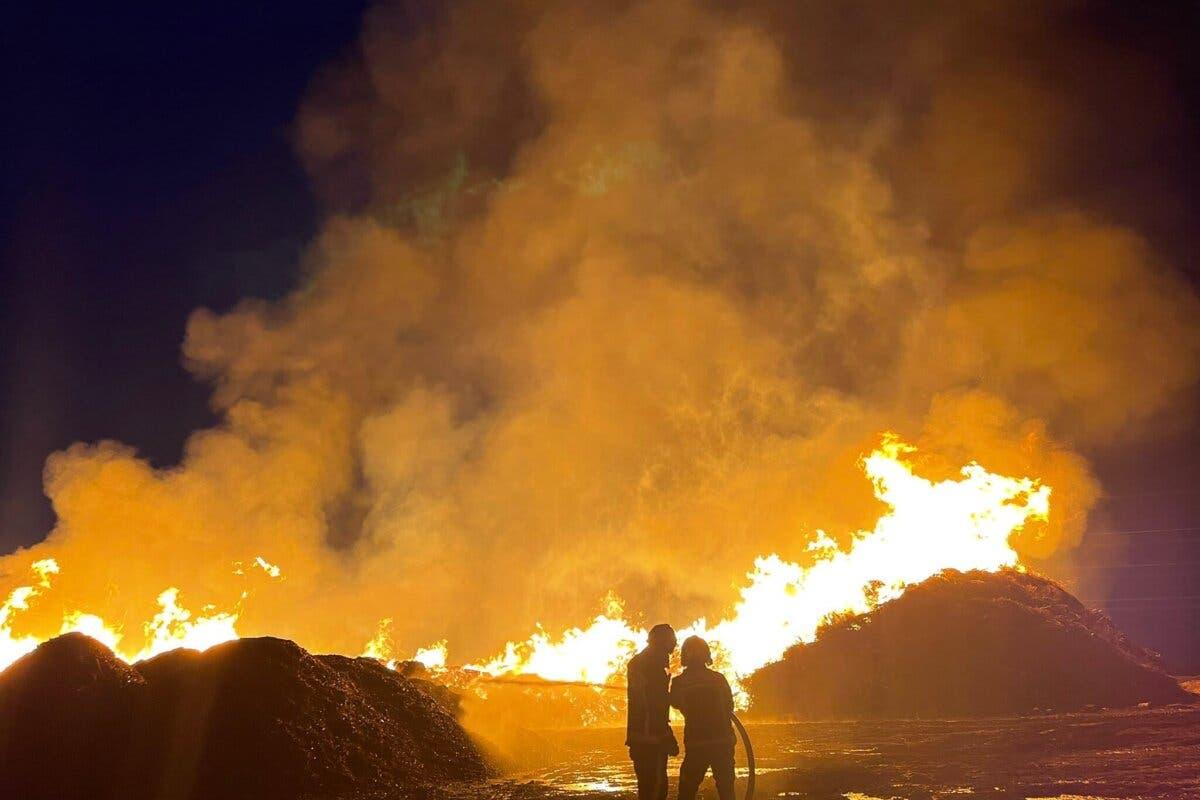 Un rayo provoca un incendio en una fábrica decompostaje de Paracuellos de Jarama