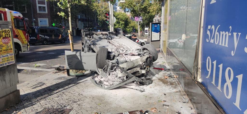 Vuelca un coche en un aparatoso accidente en María de Molina