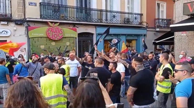 La Fiscalía investigará la manifestación neonazi y la Delegación del Gobierno sancionará a los convocantes