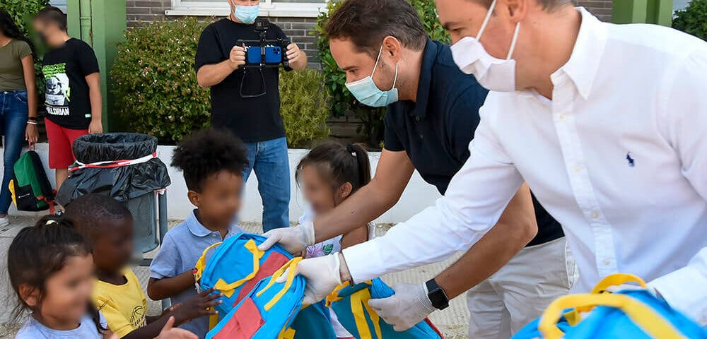 Torrejón de Ardoz entrega 550 lotes de material escolar a menores de familias con pocos recursos