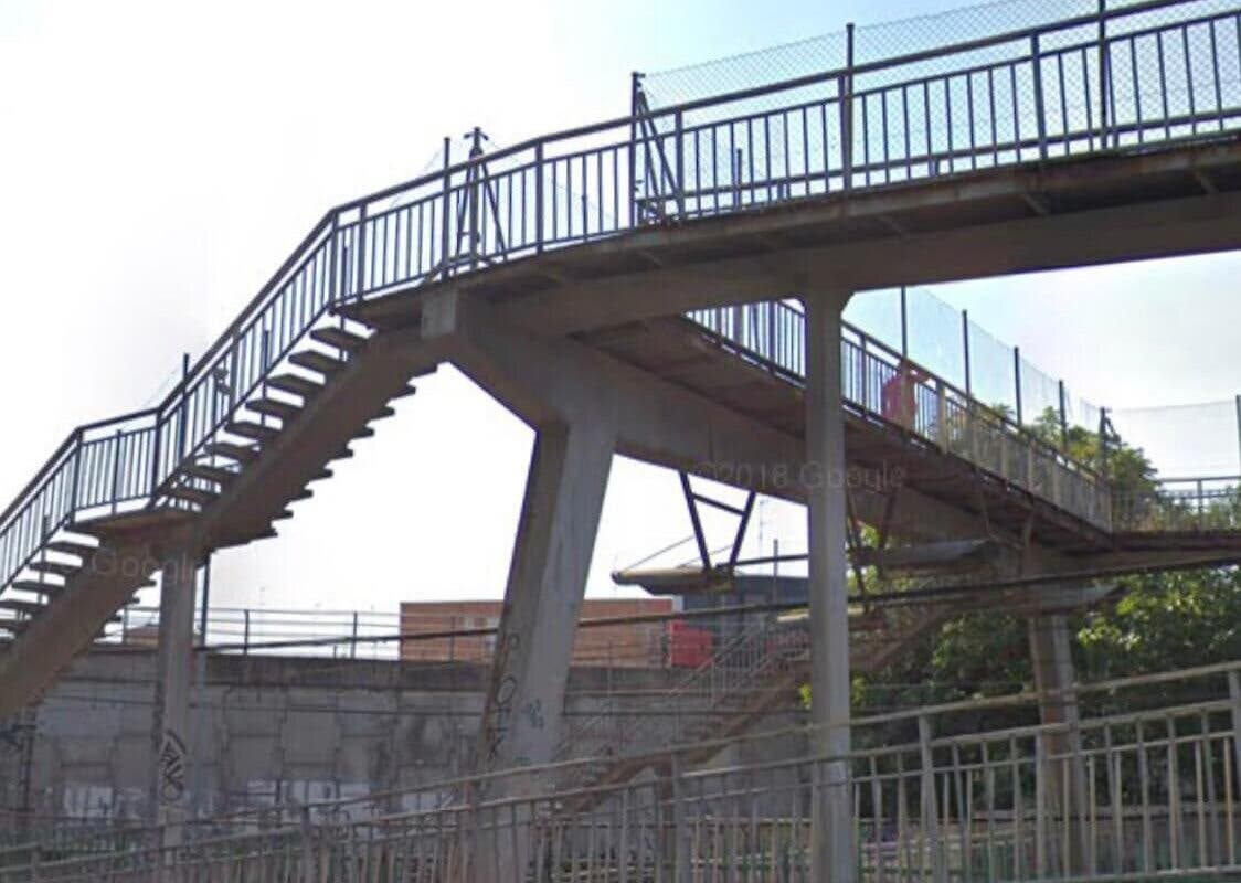 Alcalá de Henares reparará por fin la pasarela sobre las vías en calle Gaceta