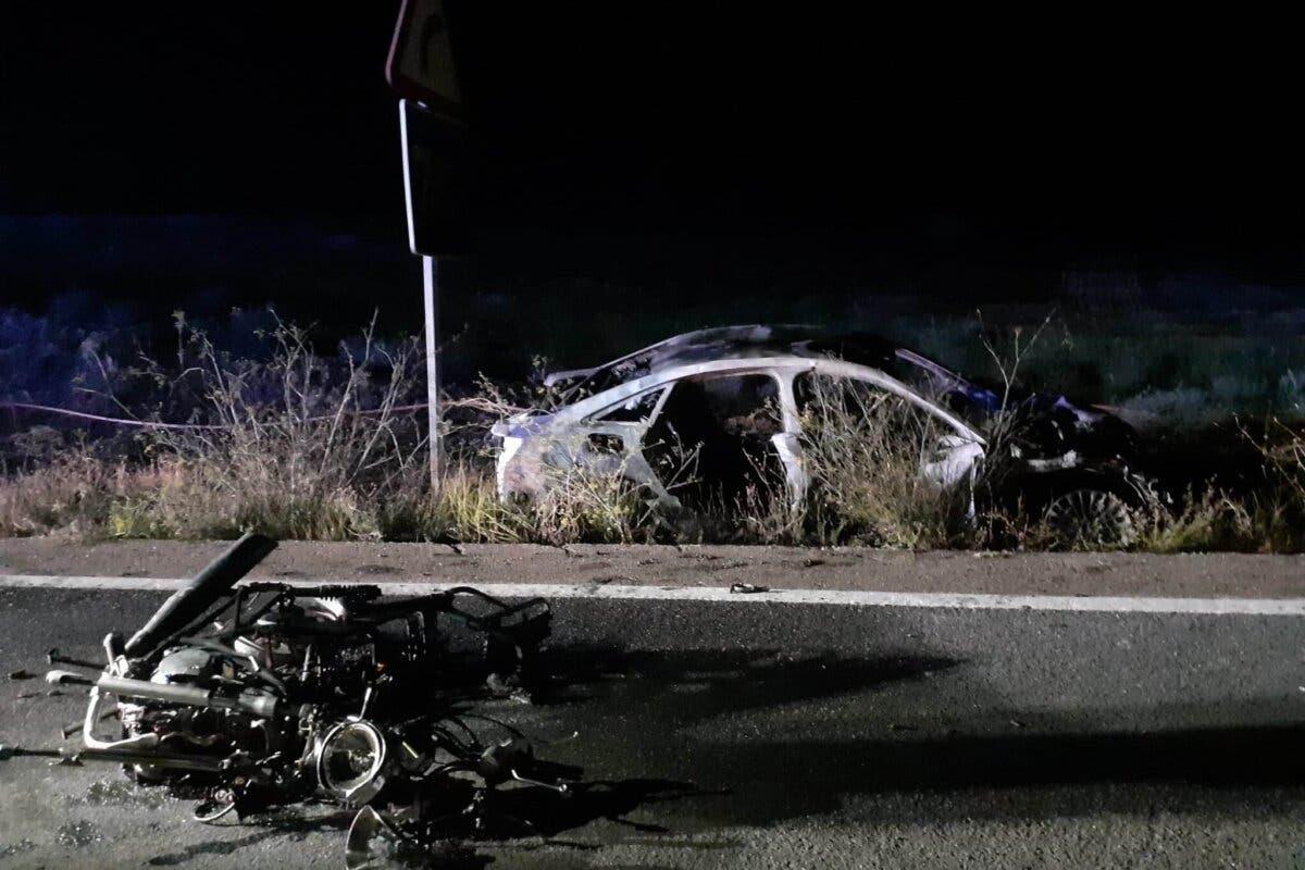 Muere un motorista en Los Santos de la Humosa tras un choque con explosión