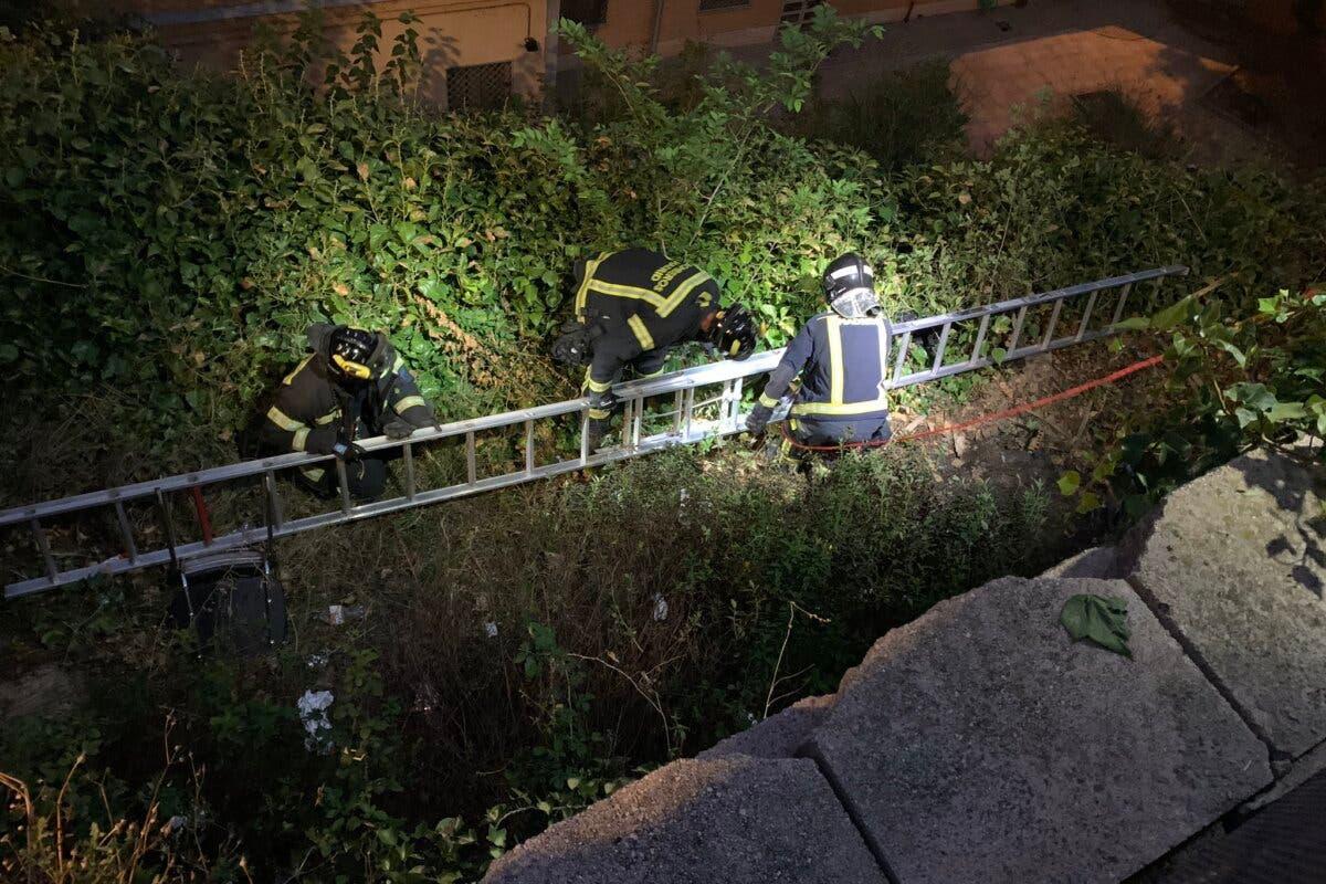 Rescatan de un pozo de 8 metros a una niña de 11 años en Madrid
