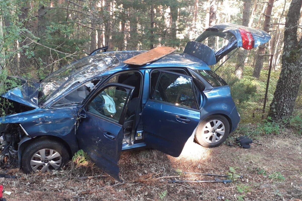 Un muerto y un herido crítico tras chocar un coche contra un árbol en Rascafría