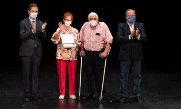 Alcalá de Henares homenajea a 47 parejas alcalaínas en sus Bodas de Oro