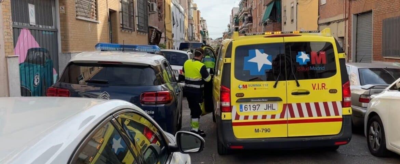 Encuentran a dos hombres con heridas de arma blanca en un domicilio de Vallecas
