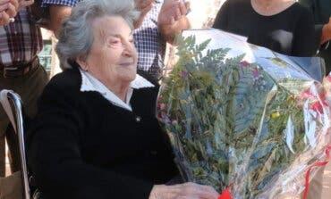 Cabanillas homenajea a una vecina que cumple 100 añosy que hace unos meses superó la Covid
