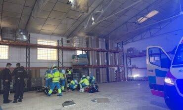 Muere un trabajador al caer desde el tejado de una nave en Fuenlabrada