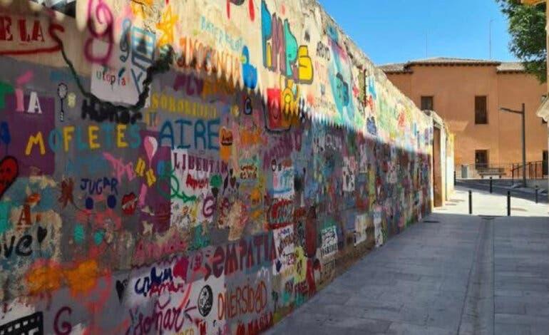 Operarios de limpieza borran por error un mural artístico en una calle de Guadalajara
